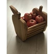 Õunakujuline puidust kaus.